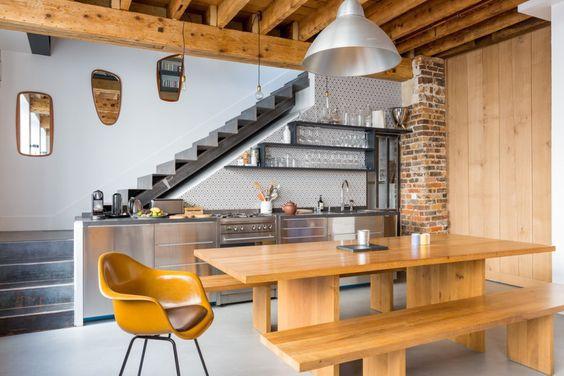 chú trọng thiết kế màu sắc cho không gian bếp để tiết kiệm được diện tích