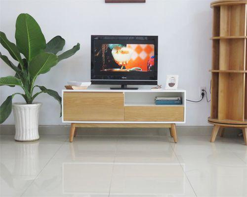 mẫu kệ tivi bằng gỗ sồi đẹp theo phong cách hiện đại