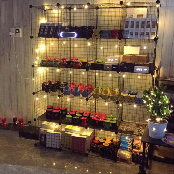 kệ trưng bày sản phẩm mỹ phẩm kết hợp với túi xách